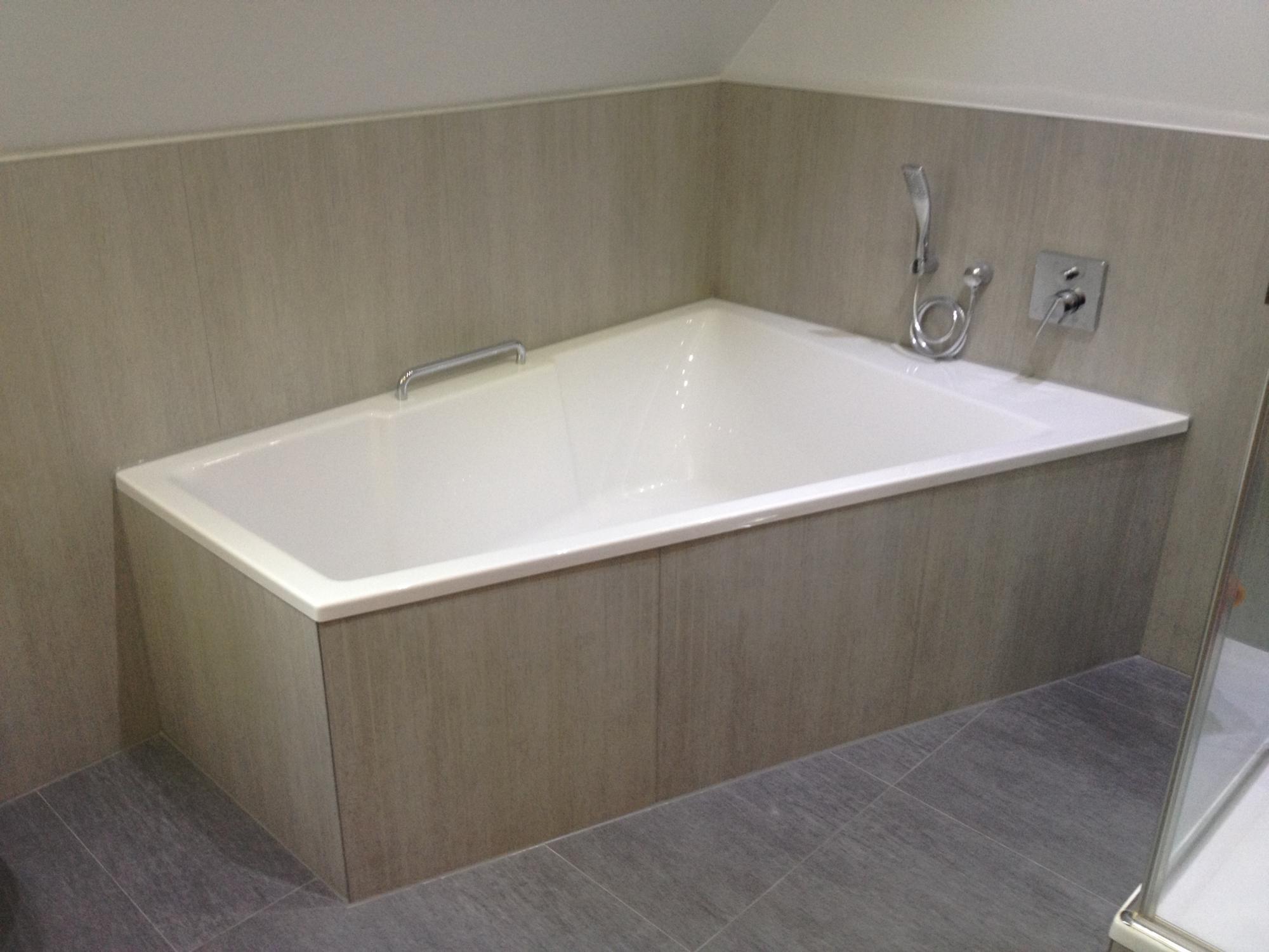 B der rb createx - Geflieste badewanne ...